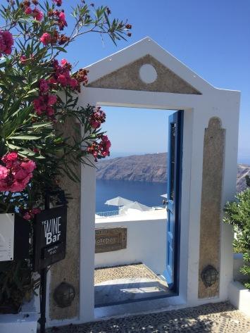 uma porta linda no meio do caminho <3