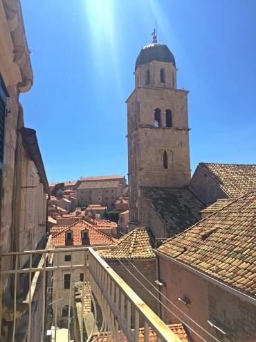 vista da nossa varanda para o monastério franciscano